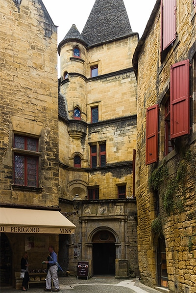 Exhibition at the Maleville Hotel. Sarlat la Canéda. From 1st to 15th August 2021